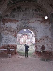 Поездка к разрушенной церкви